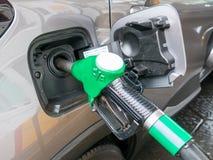 在加油站的气泵喷管 免版税库存照片