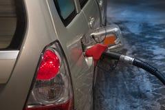 在加油站的汽车 免版税图库摄影