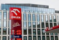 在加油站的Orlen商标 图库摄影