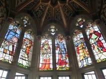 在加的夫城堡的污迹玻璃窗 免版税库存照片