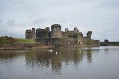 在加的夫威尔士附近的Caerphilly城堡在2017年3月 库存图片