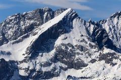 在加米施・帕藤吉兴附近的德国alpspitze山 库存图片
