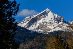 在加米施・帕藤吉兴附近的德国alpspitze山 图库摄影