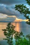 在动态高湖范围日落之后 库存图片