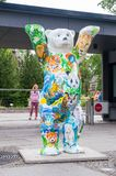 在动物园的团结的伙计熊在柏林 与被绘的动物的熊 库存图片