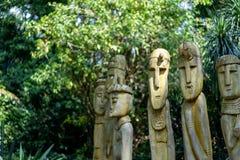 在动物园的木神象 免版税库存照片