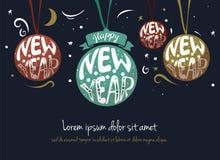 在动画片样式圣诞节球里面的手拉的在上写字的题字新年快乐与深蓝弓和乱画的绿色,红色, 向量例证