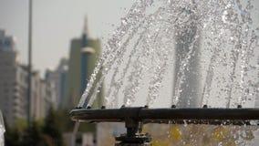 在努尔苏丹,哈萨克斯坦的首都的喷泉 股票视频