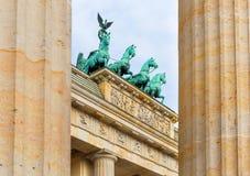在勃兰登堡门的四马二轮战车在柏林 免版税库存图片