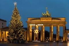 在勃兰登堡门的圣诞节在柏林,德国 免版税库存图片