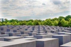 在勃兰登堡门,柏林附近的犹太浩劫纪念品 免版税库存照片