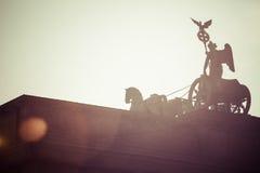 在勃兰登堡门,柏林顶部的四马二轮战车 免版税图库摄影