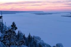在勒拿河的日落视图自然公园Lenskie Stolby莉娜柱子的 库存照片
