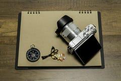 在包装纸的数字照相机与指南针和鱼项链 免版税库存照片