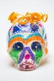 在包裹的墨西哥人Calaverita de azucar糖果头骨原始的传统前面 库存图片