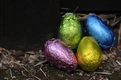 在包裹的复活节彩蛋发光的封皮 库存图片