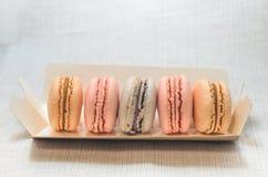 在包裹的开胃蛋糕蛋白杏仁饼干 图库摄影