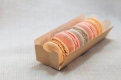 在包裹的开胃蛋糕蛋白杏仁饼干 免版税库存图片