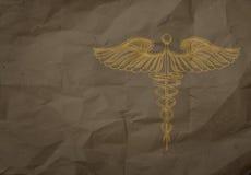 在包裹的手拉的众神使者的手杖回收纸背景 库存照片