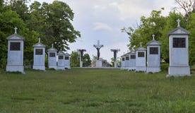 在匈牙利的本尼迪克特的蒂豪尼修道院的附近受难象纪念碑 库存图片