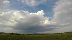 在匈牙利草甸的大强有力的暴风云 影视素材