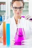 在化工设备的颜色液体 免版税库存图片