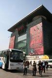 在北京丝绸市场之外的一辆游览车 免版税库存照片