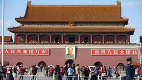 在北京天安门广场,街道的,交通中国游人的MaoZeDong画象 影视素材