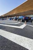 在北京首都国际机场的排队的汽车 免版税库存图片
