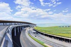 在北京首都机场终端3,第二大终端附近的公路网在世界上 免版税库存照片