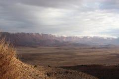 在北朱红色附近的亚利桑那峭壁科罗&# 免版税库存图片