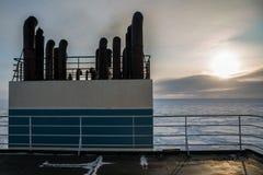 在北极的冰的船 库存照片