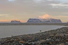 在北极群岛的最后太阳 库存照片