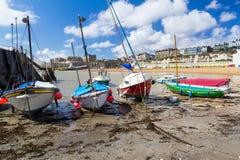 在北欧海盗海湾的小船 免版税库存照片