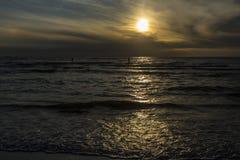 在北海海滩的日落在卡特韦克,南荷兰省,荷兰 库存照片