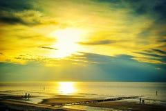 在北海的金黄日落 免版税图库摄影