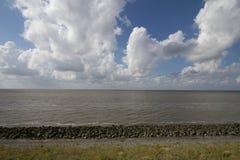 在北海的Afsluitdijk荷兰水坝 免版税图库摄影