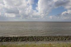 在北海的Afsluitdijk荷兰水坝 免版税库存照片