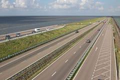 在北海的Afsluitdijk荷兰水坝 图库摄影