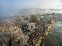 在北科罗拉多的有雾的11月日出 库存照片