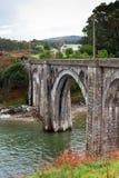 在北西班牙的老农村铁路高架桥。 免版税库存照片