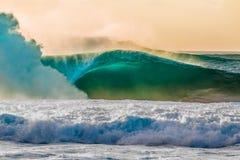 在北部岸的美丽的夏威夷波浪 免版税图库摄影