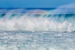 在北部岸的美丽的夏威夷波浪 免版税库存图片