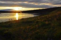 在北部河的日落 库存图片