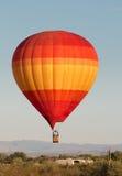 在北部菲尼斯沙漠的热空气气球 免版税库存照片