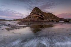 在北部Turimetta陆岬的黎明颜色 免版税库存照片