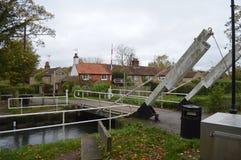 在北部Warnborough附近的贝辛斯托克运河汉普郡 免版税库存照片