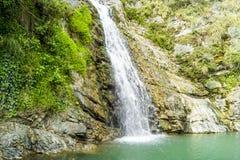 在北高加索的山的瀑布 免版税库存图片