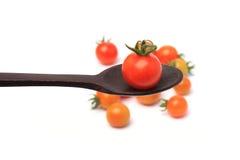 在匙子孤立的成熟蕃茄 免版税库存图片