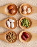 在匙子的被分类的蔬菜 免版税库存照片